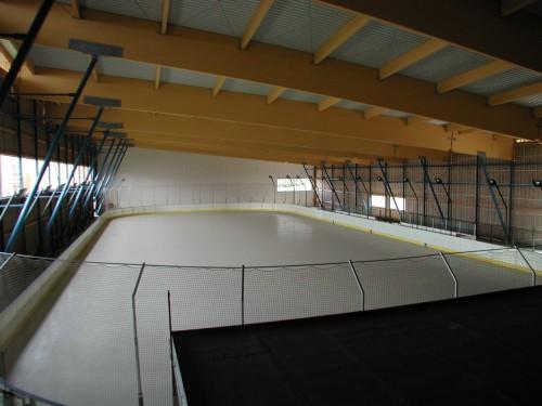 Prázdný zimní stadion Praha Bronzová