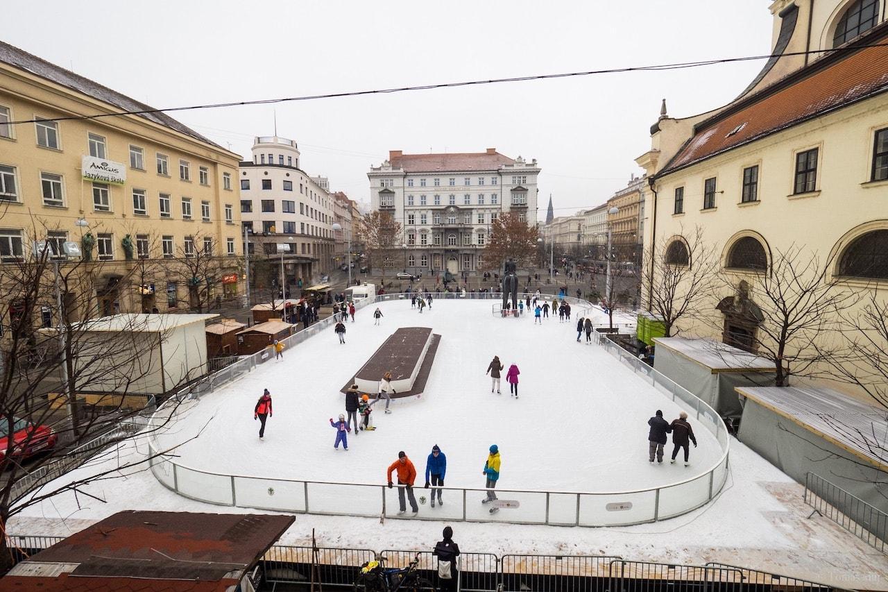 Brno-Bruslak-u-sochy-Josta3