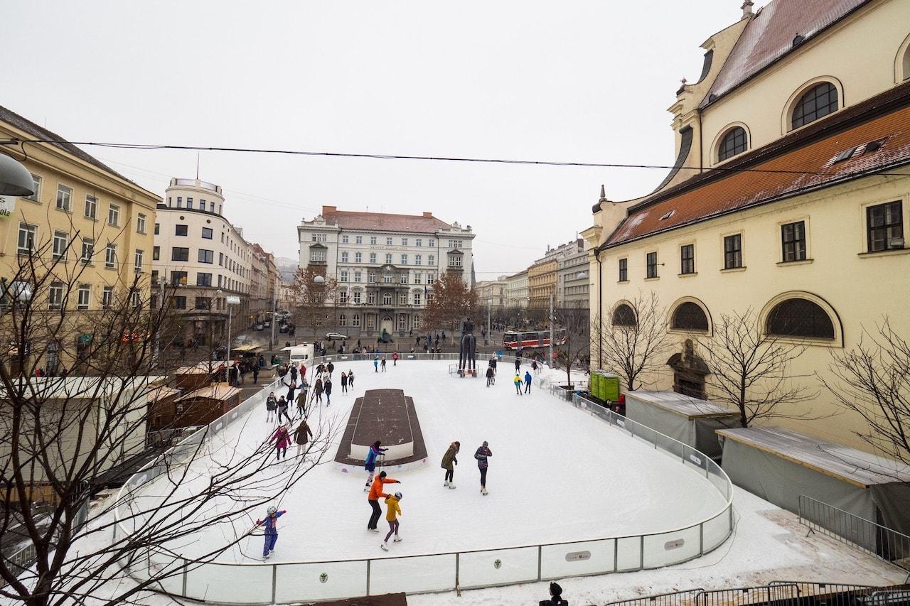 Brno-Bruslak-u-sochy-Josta5