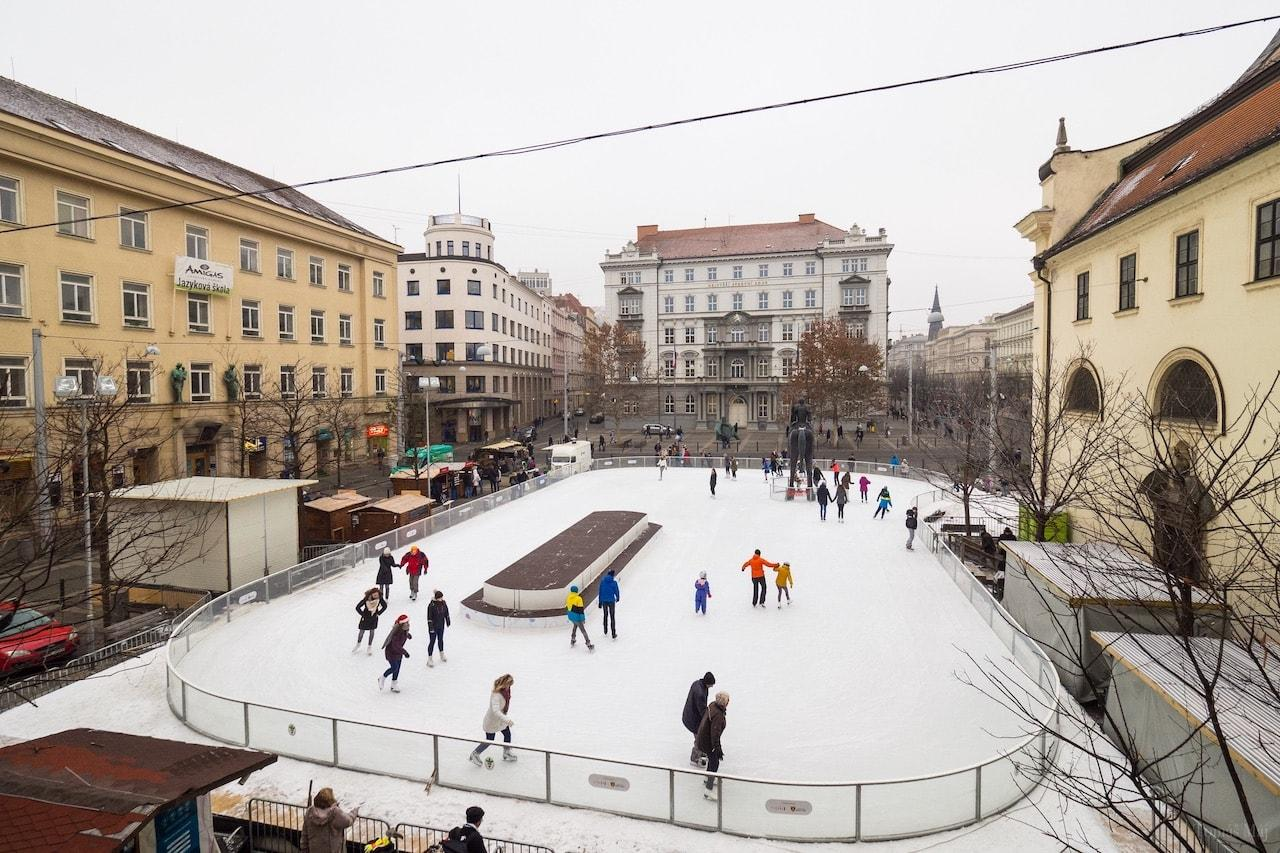 Brno-Bruslak-u-sochy-Josta6